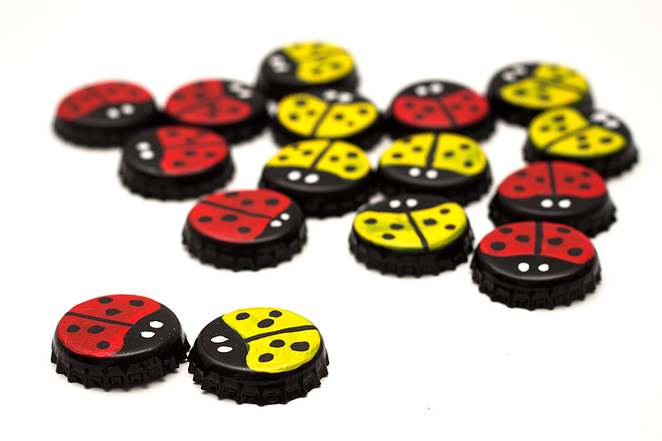 bottle cap ladybug checkers game diy board game red yellow ladybug