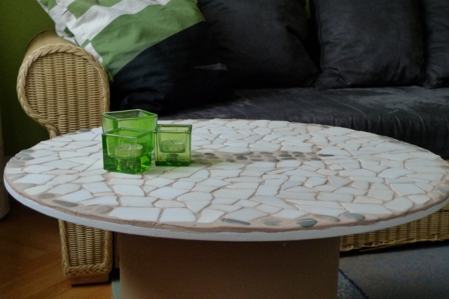 diy-wooden-spool-coffee-table-white-tiles-flat-stones-mosaic