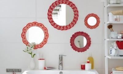 diy-bathroom-decor-budget-wall-mirrors-red-doilies-frames