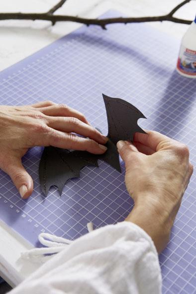 diy halloween decorations paper bats folding wings