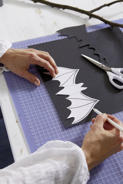 diy halloween decorations paper bats glitter powder wings