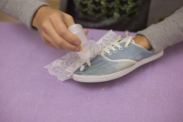 handmade flimsy refreshment diy shoes makeover idea lace decoration