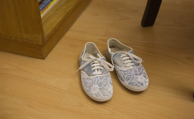 old sneakers own design diy shoes makeover idea recycle and decoration