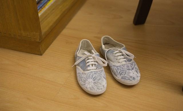 diy-shoes-makeover-idea-old-flimsy-own-design-decoration