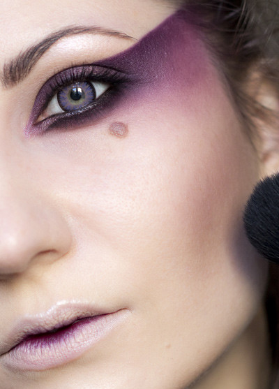 halloween makeup inspiration woman purple eye shadows