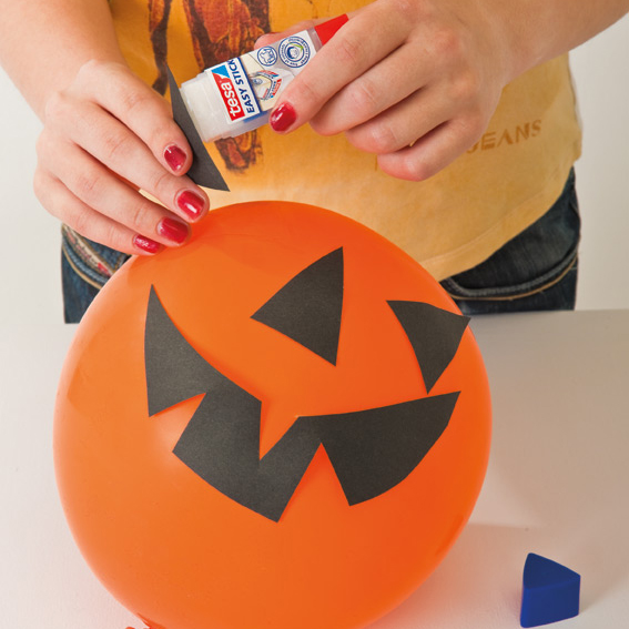 5 ideas for kids halloween party decorations tutorials for Easy diy halloween party decorations