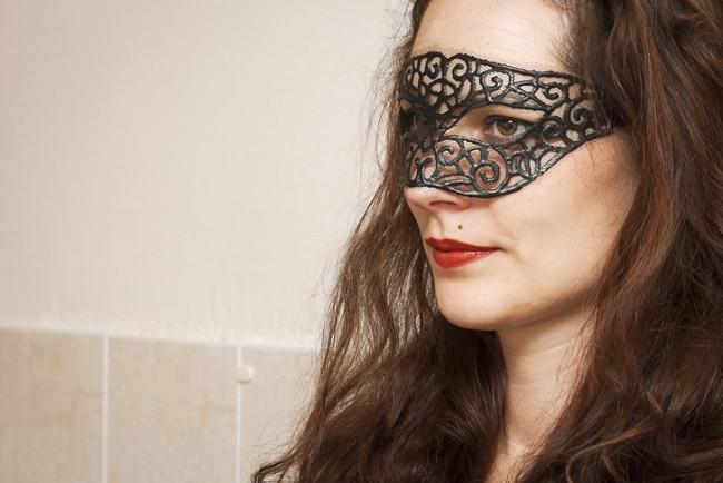 homemade-quick-costume-eye-mask-masquerade
