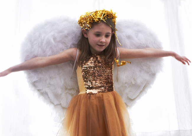 diy-halloween-costume-little-girl-angel-wings-tutorial