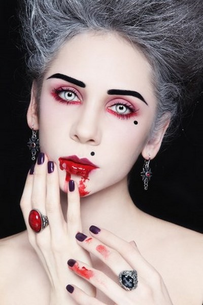 13 scary Halloween makeup inspirations for women - Red Halloween Makeup
