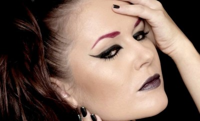 halloween-makeup-ideas-women-red-eyebrows-black-eyeliner