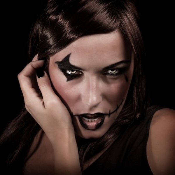 black crayon matte black eyeshadow halloween makeup inspirations black nail polish