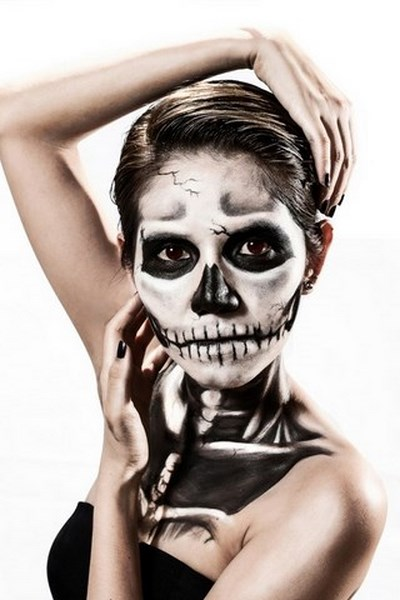 female corpse halloween makeup inspirations body painting idea dark eyes
