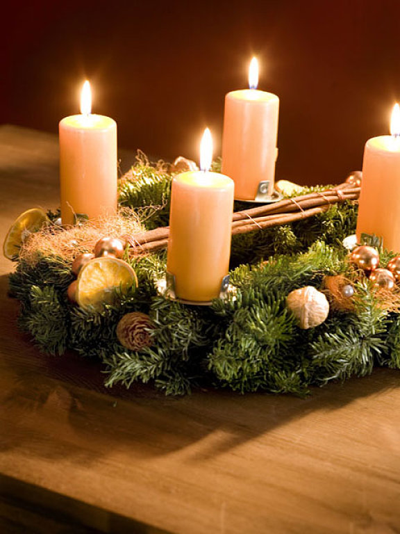 Diy christmas candle centerpieces 40 ideas for your table for Decorating ideas with candles