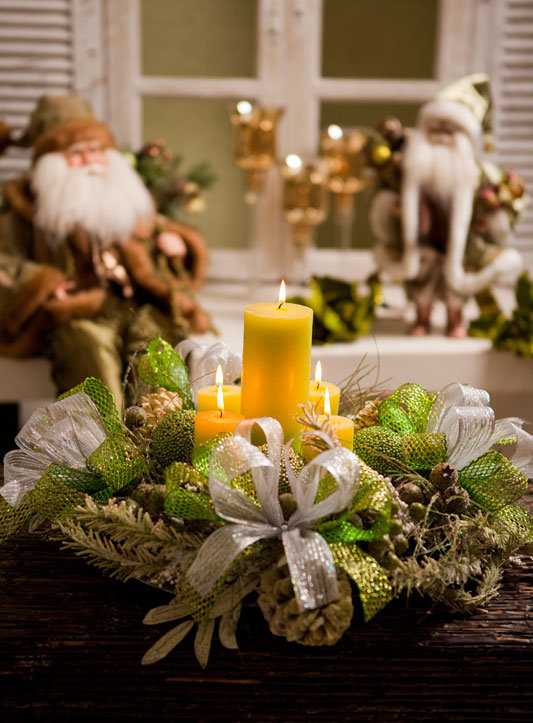 christmas-candle-centerpiece-yellow-pillar-candles-ribbons