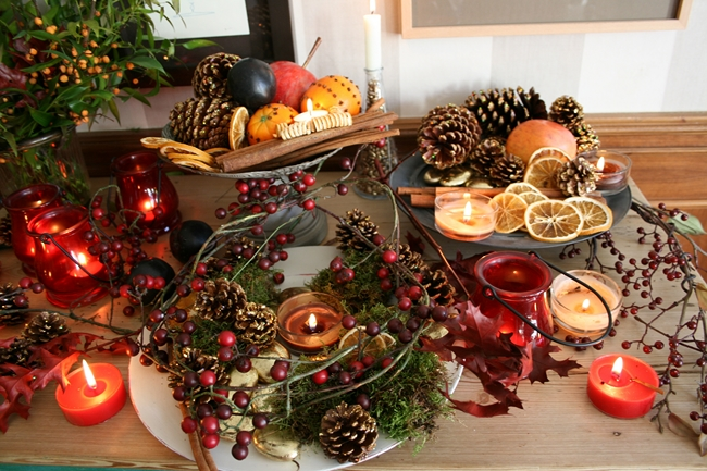 christmas-centerpieces-pinecones-berries-cinnamon-stics-dried-fruits
