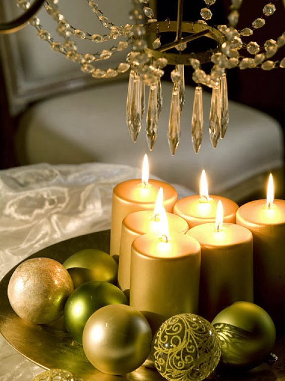 christmas-table-centerpiece-gold-pillar-candles-green-tree-ornaments