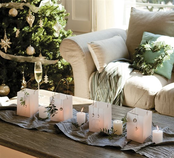 christmas-table-decor-candles-paper-bags