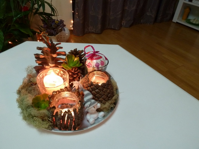 diy-christmas-candle-centerpiece-table-pinecones-branches
