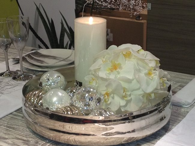 diy-christmas-candle-centerpiece-table-silver-white-tree-ornaments