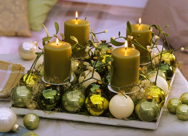 diy christmas candle centerpieces green-pillar-candles-tree-ornaments