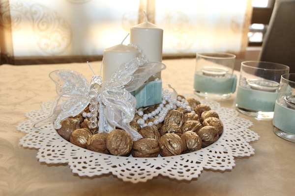 diy-christmas-candle-centerpieces-table-gold-sprayed-walnuts