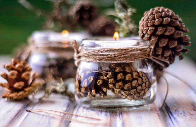 rustic-candle-holders-water-pinecones-yarn
