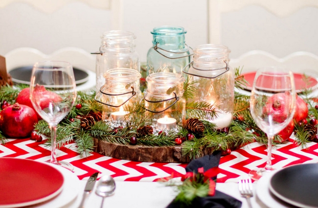 rustic-table-centerpiece-glass-jars-wood-slice-evergreens
