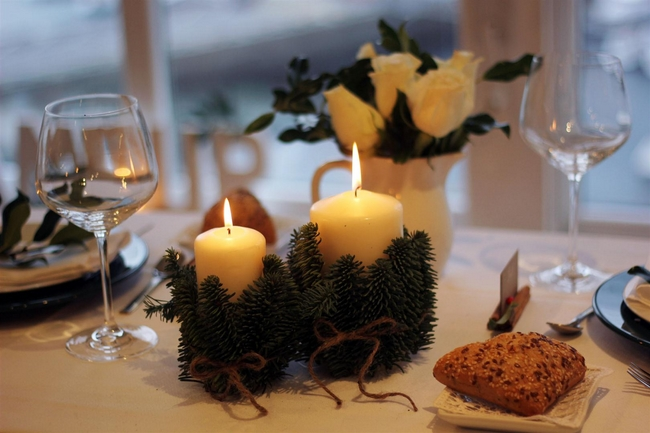 table-centerpieces-pillar-candles-wrapped-evergreens