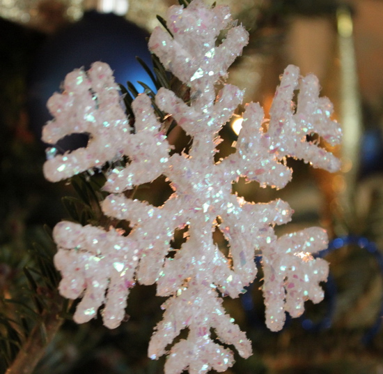 christmas-snowflake-ornament-easy-and-simple-handmade-craft-project-festive-decoration