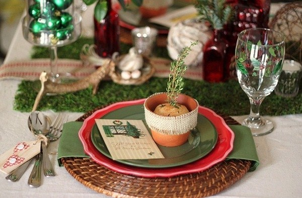 Christmas Table Setting Ideas Country Style  Decoration Antique Dishes Flower Pots Skeins Of Thread And Twine