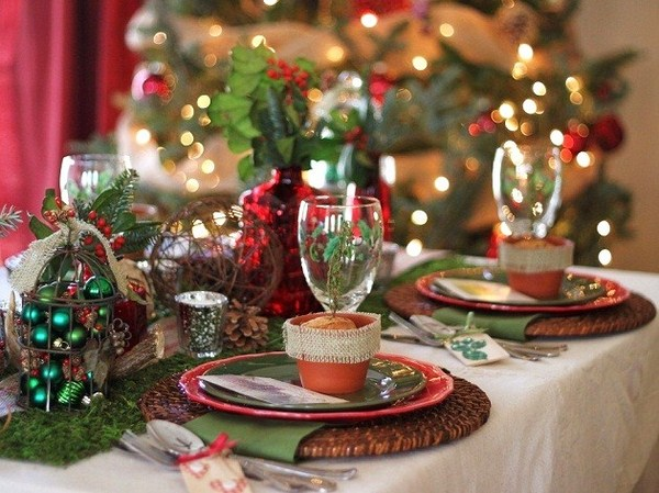 Christmas Table Setting Ideas Country Style  Decoration Natural Slightly Rough Fabric Motives White Beige Tones