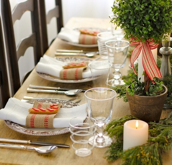 eco style serving beautiful wooden worktop christmas table setting ideas gingerbread cookies cane form