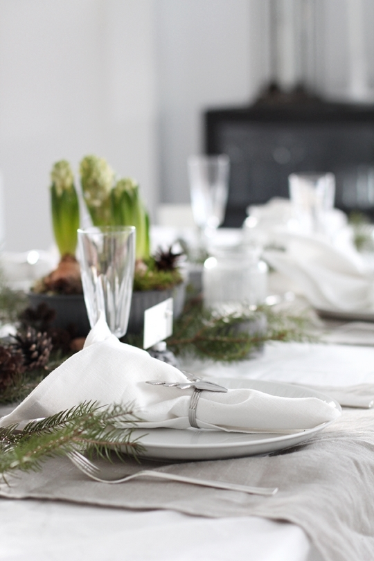 scandinavian style serving deer form decoration christmas table setting ideas white linen tablecloth
