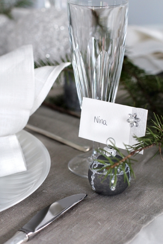 christmas table setting ideas scandinavian style serving named cards glass attached