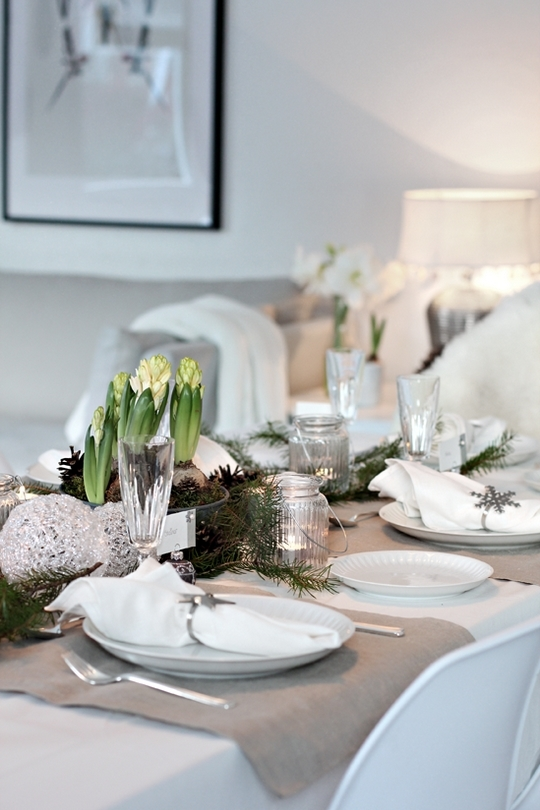 5 christmas table setting ideas in different styles - Deco table blanc ...