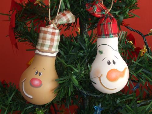 diy-christmas-ornaments-light-bulbs-cute-faces-hats