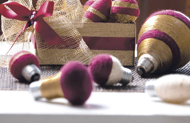 diy-christmas-ornaments-light-bulbs-wrapped-yarn