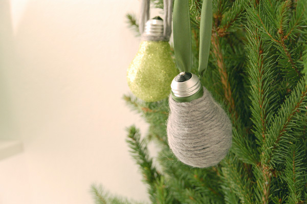 diy-christmas-ornaments-light-bulbs-yarn-green-glitter-ribbons