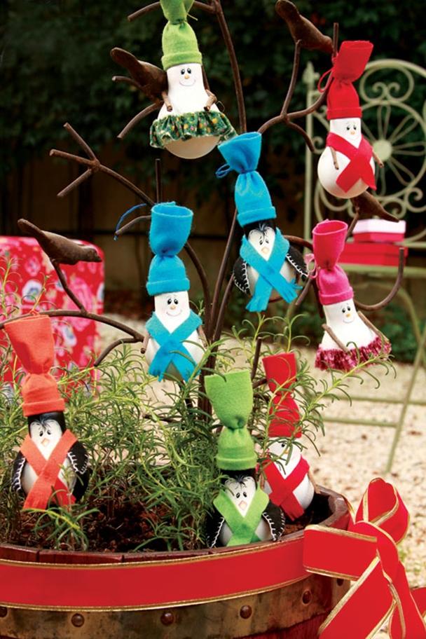 diy-christmas-tree-ornaments-light-bulbs-felt-hats