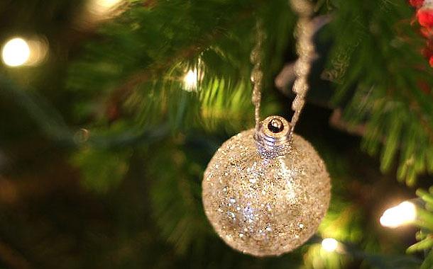 diy easy christmas tree ornaments made light bulb - Christmas Tree Light Bulbs