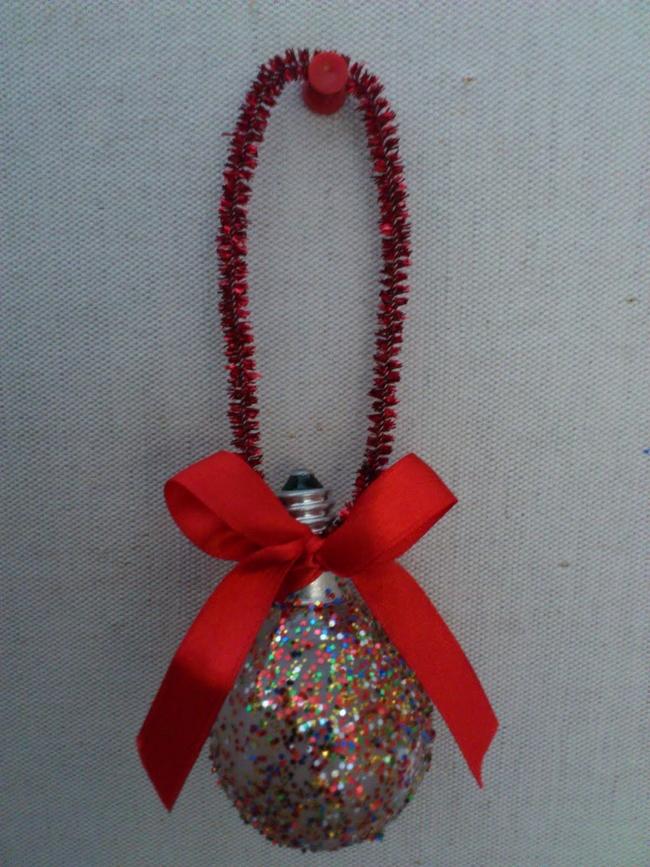 homemade-chritsmas-tree-ornaments-light-bulb-glitter-red-ribbon