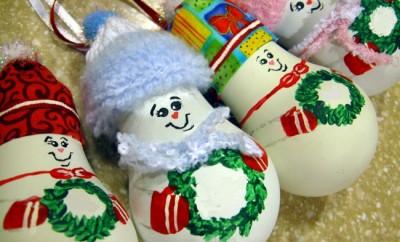 light-bulbs-christmas-ornaments-cute-hats-holding-wreaths