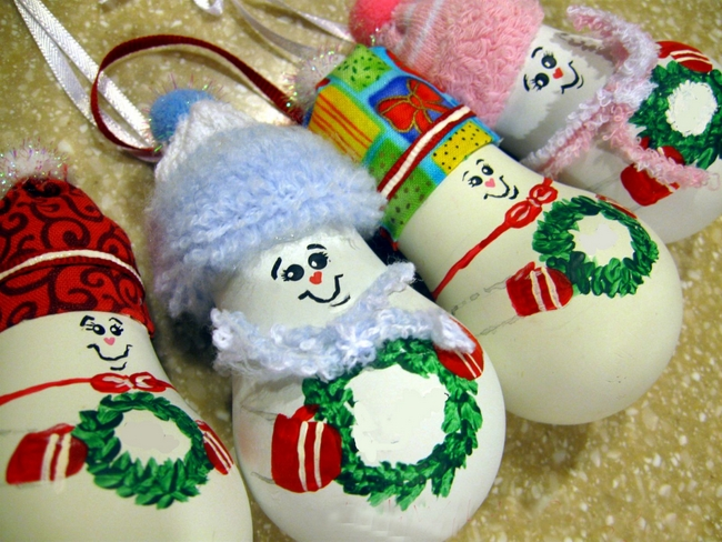 light-bulbs-christmas-ornaments-cute-hats-holding-wreaths