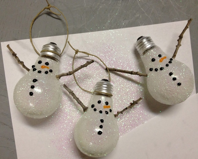 light-bulbs-snowman-christmas-tree-ornaments