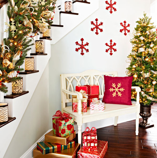 Red Snowflakes Wall Decoration Ornate Fresh Cut Christmas Tree Candleholder  On Stairs