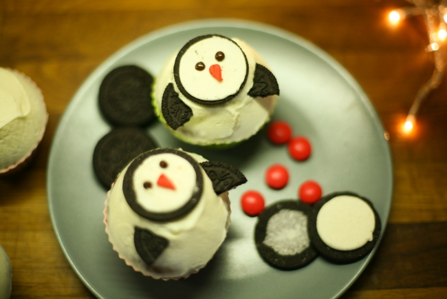 christmas cupcakes decorations ideas penguins oreo - Christmas Cupcake Decorations