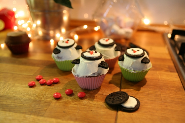 christmas-penguin-cupcakes-oreo-mms-candy