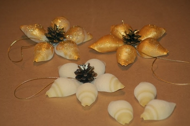 diy-christmas-decorations-pasta-shells-flowers-golden-glitter