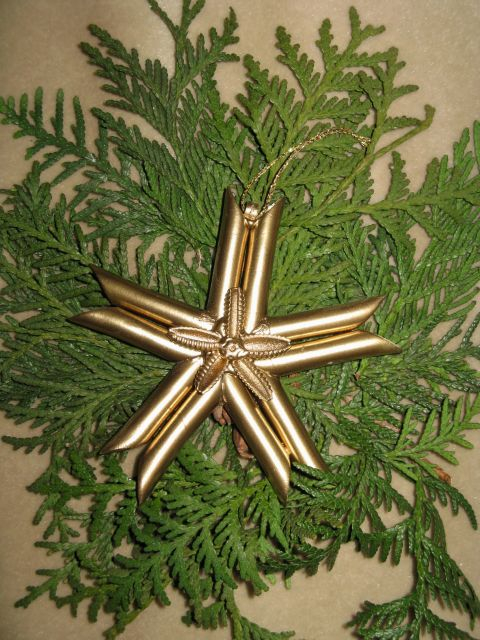 diy-christmas-ornaments-gold-sprayed-star