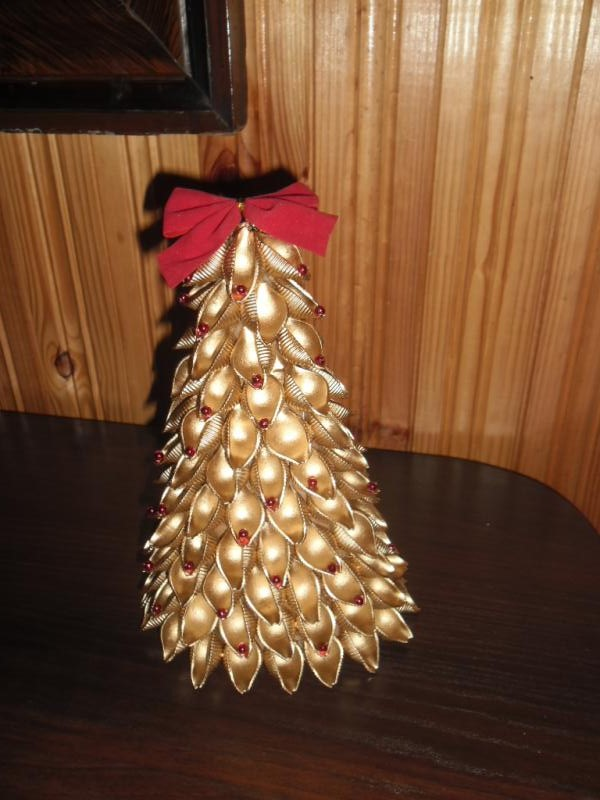 diy-pasta-christmas-decorations-pasta-shells-christmas-tree